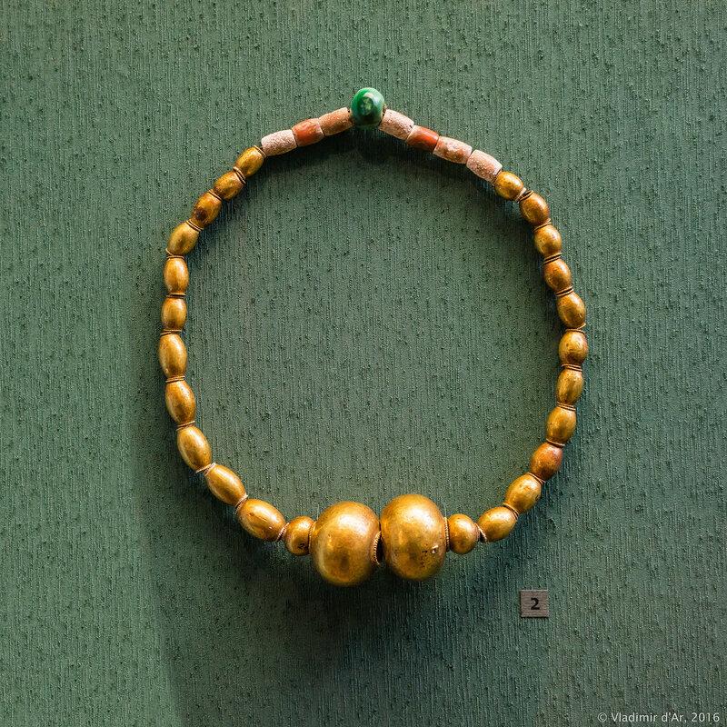 Ожерелье (из набора конского убора). Золото, паста.