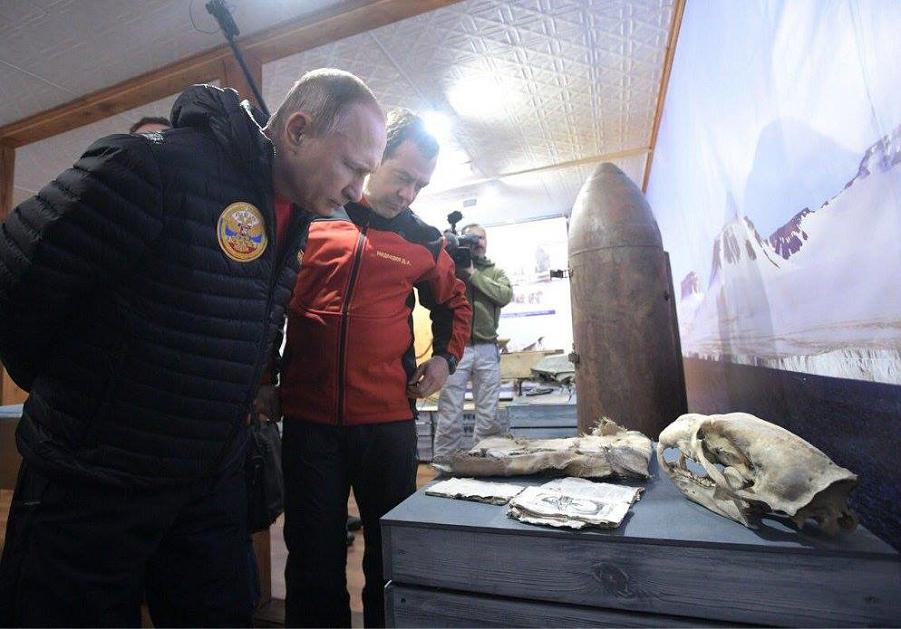 Путин и Медведев в Арктике, 29.03.17.png