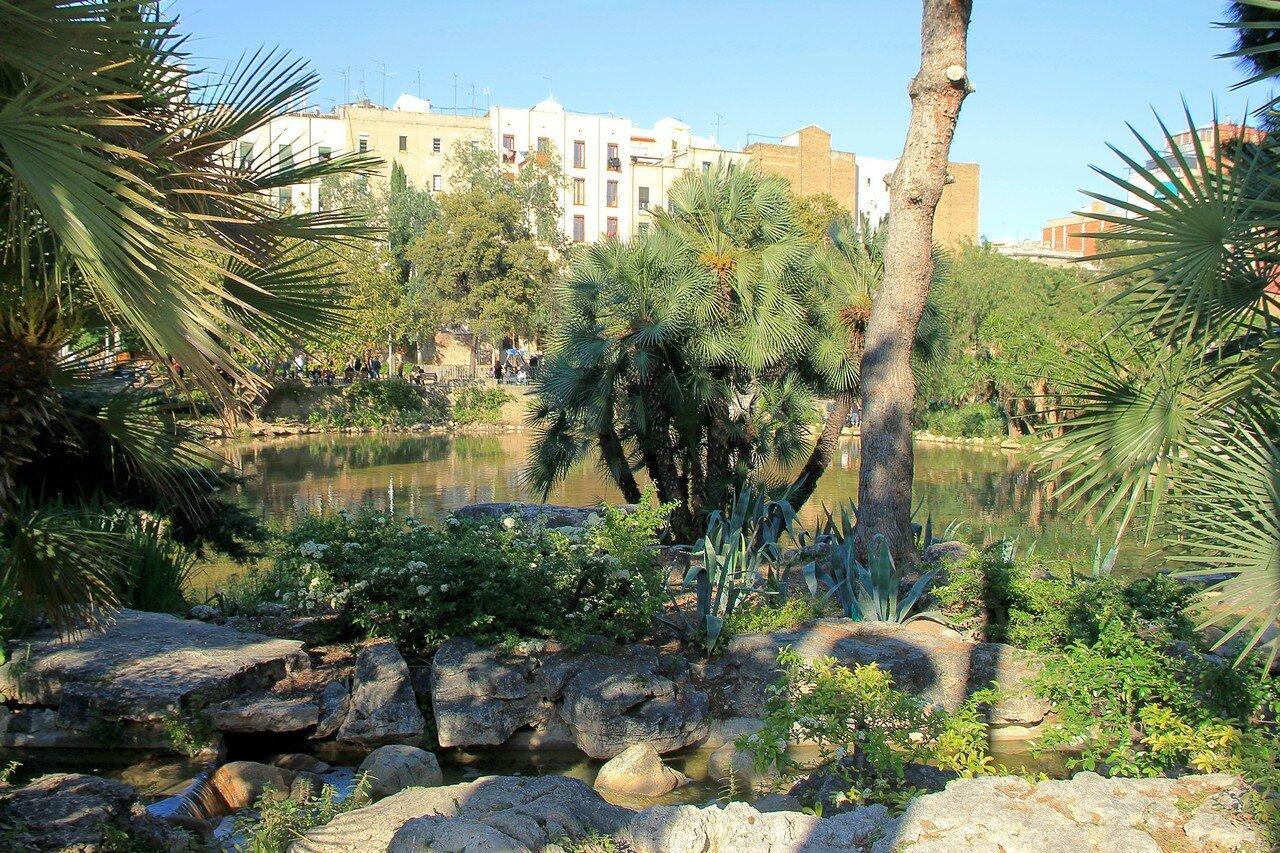 Барселона. Парк Гауди (Plaça de Gaudí)