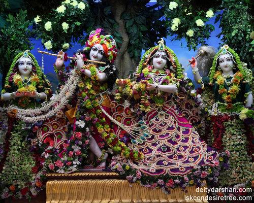 009 Sri Sri Radha-Gopinath  Lalita Vishakha 1280x1024