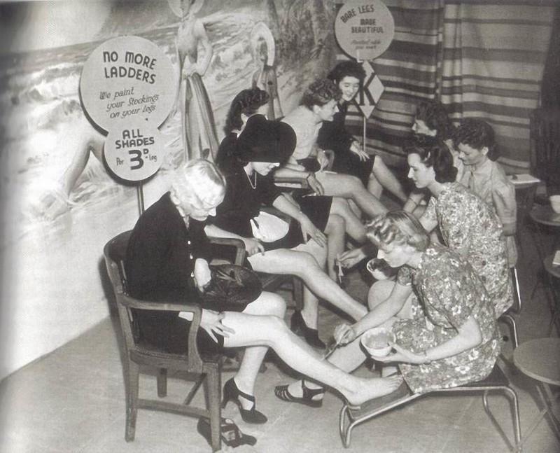 11. Если вдруг на праздничный ужин в 41-м к коктейльному платью крайне необходима была пара чулок, т