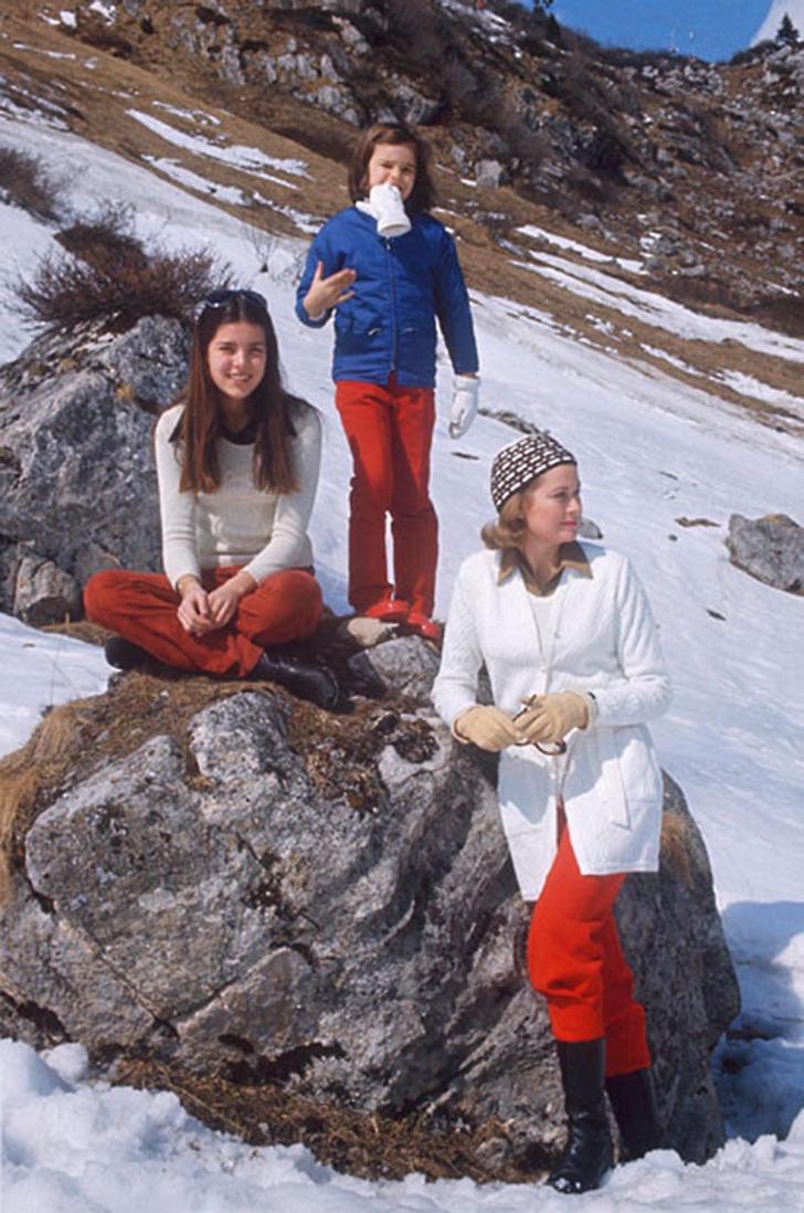 1972 год. Княгиня Грейс на каникулах вместе с дочерьми Каролиной и Стефанией.