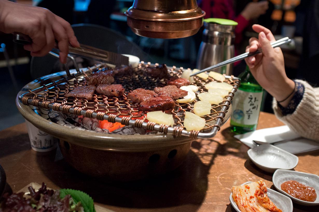В Корее считается недопустимым начинать трапезу раньше самого старшего человека за столом. (Nath