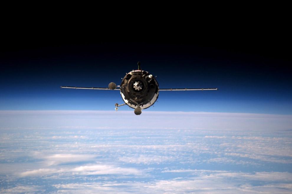 10. Космический корабль Союз и частный автоматический грузовой космический корабль Cygnus. (Фо