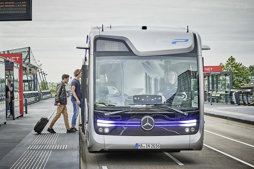 Автобусы будут двигаться по специальному GPS маршруту. Система оснащена множеством датчиков и камер