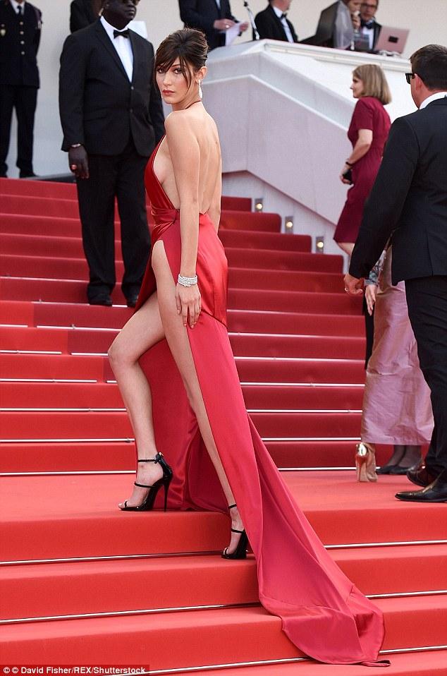 Стилисты раскрыли секрет нижнего белья для платьев, которые не каждая осмелится надеть (7 фото)