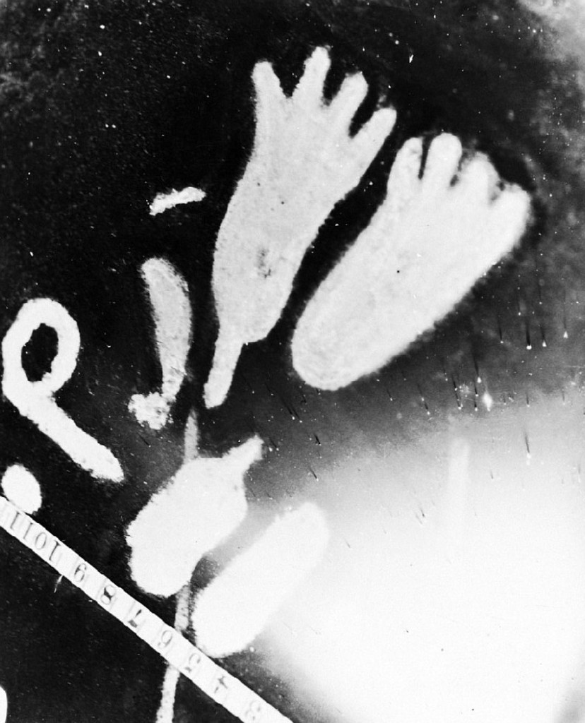 Найдена старинная плита с иллюстрациями инопланетян— Ученые изГлазго