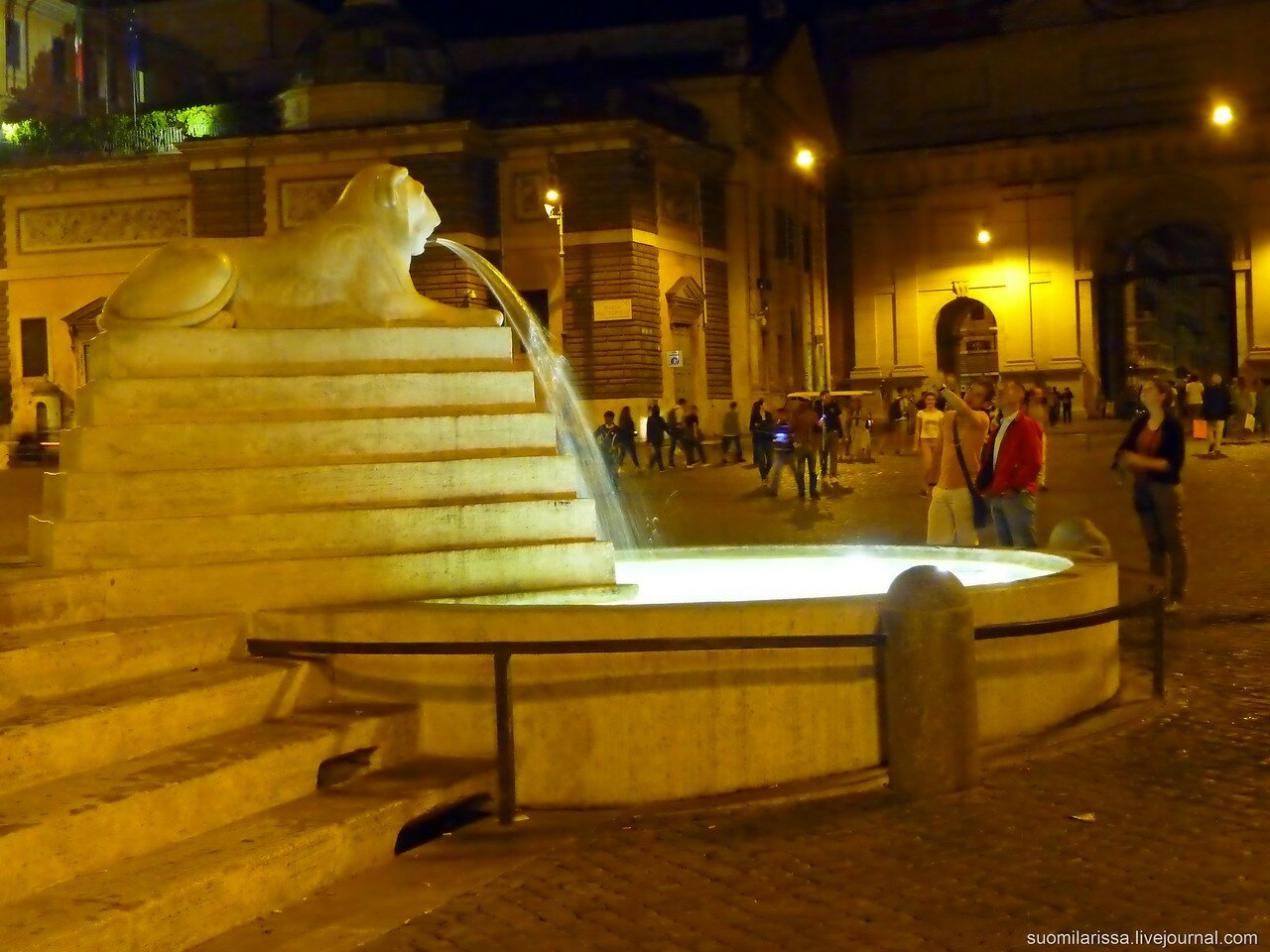 Народная площадь, фонтан со львом.