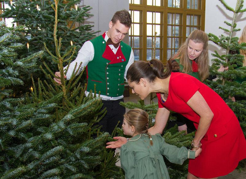 http://www.kungahuset.se/royalcourt/media/imagegallery/usingimagesoftheroyalcourtsweden.4.70e7de59130bc8da54e800024470.html