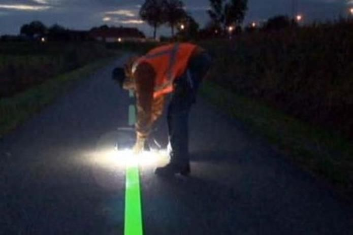 Фото: «Умная дорога» со светящимися подсказками в Нидерландах