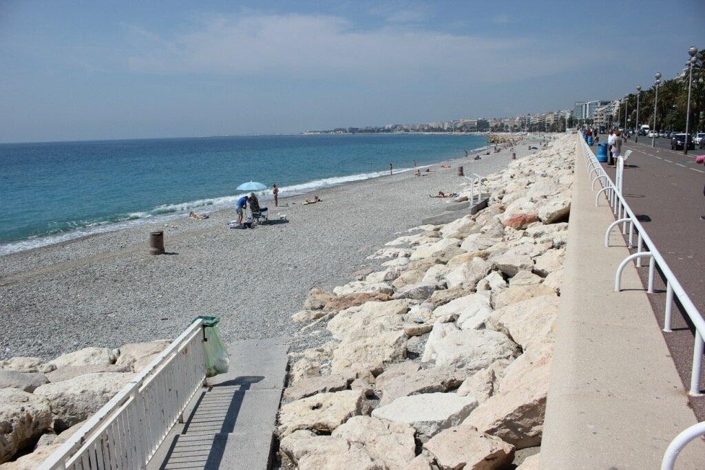 Ницца: пляжи утром