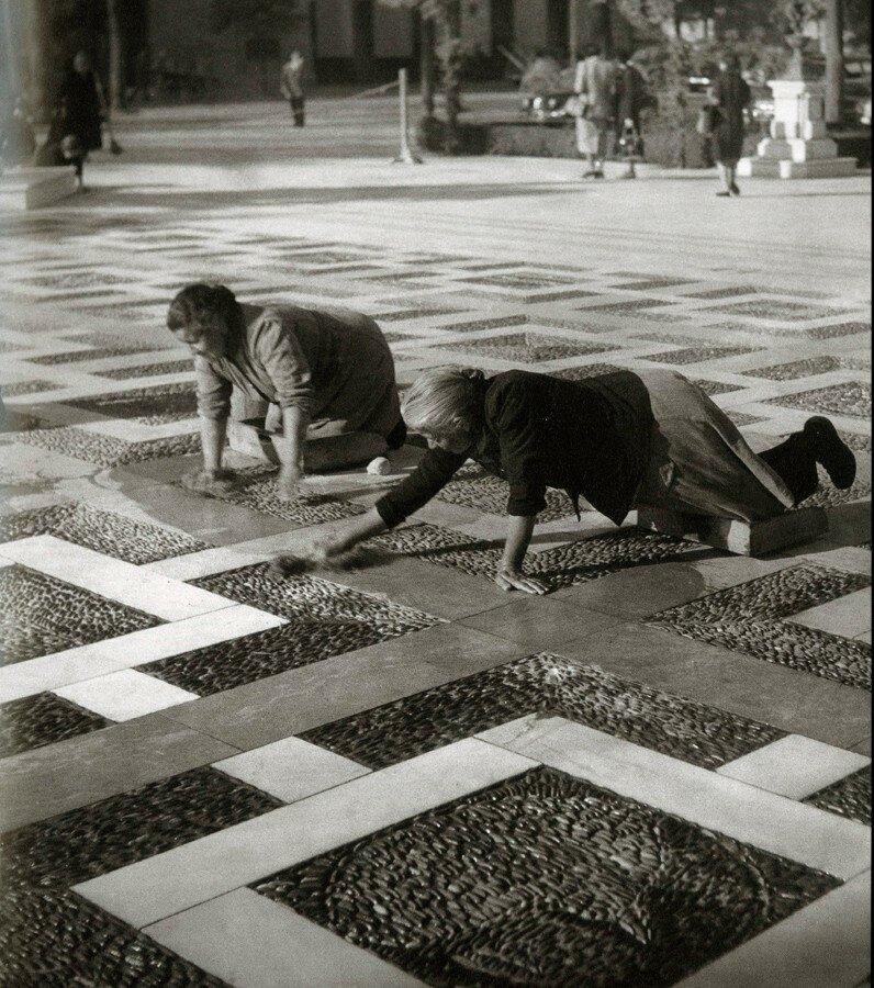 1951. уборщицы отеля Nuova Plaza, Севилья