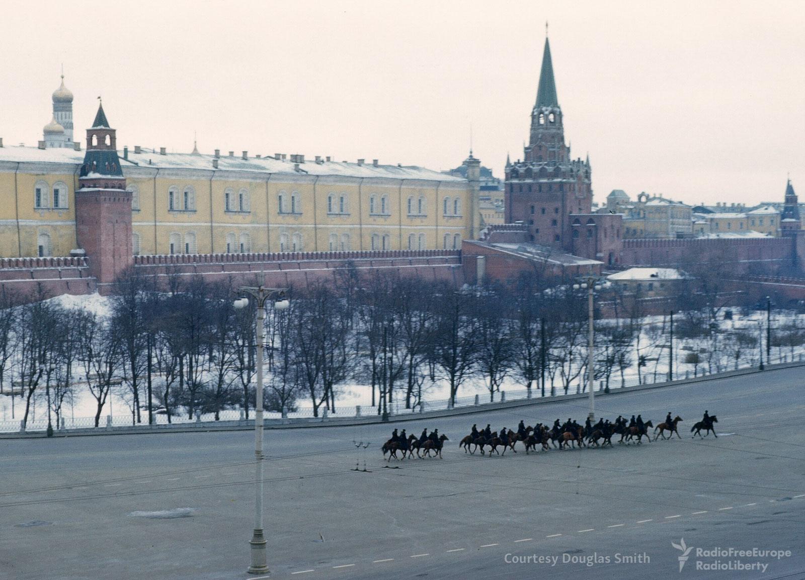 Конная милиция у стен Кремля