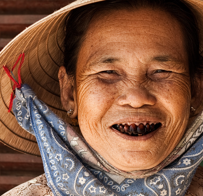 betel-nut-black-teeth.jpg