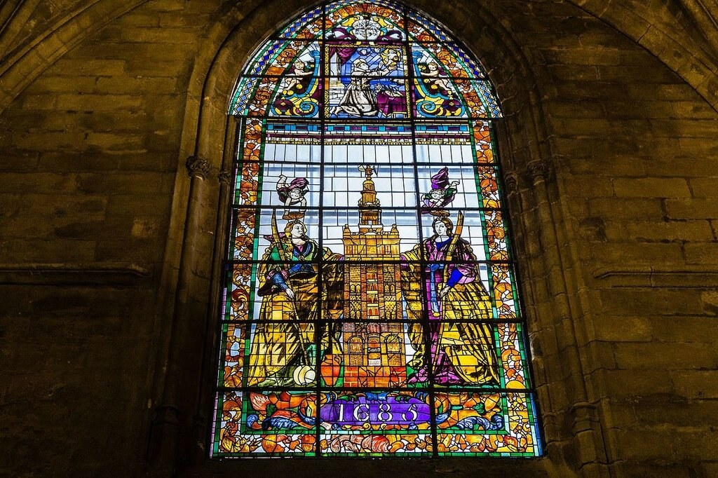Stained-glass_window_in_Seville_cathedral.jpg