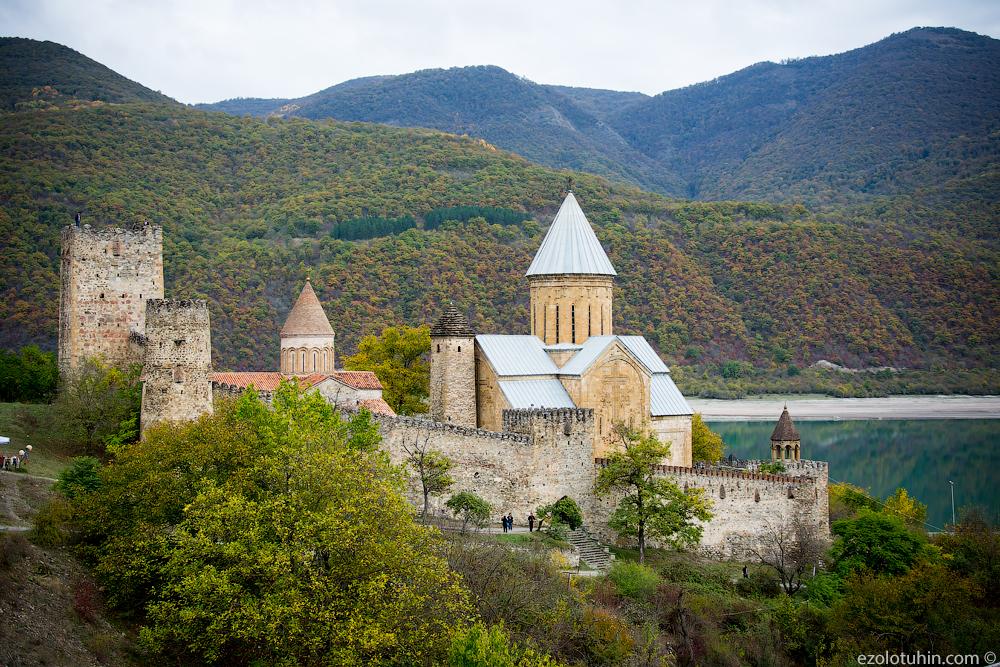 Грузинский замок Ананури