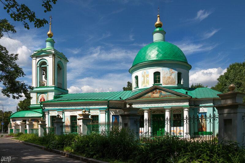 Храм Живоначальной Троицы на Воробьёвых горах.