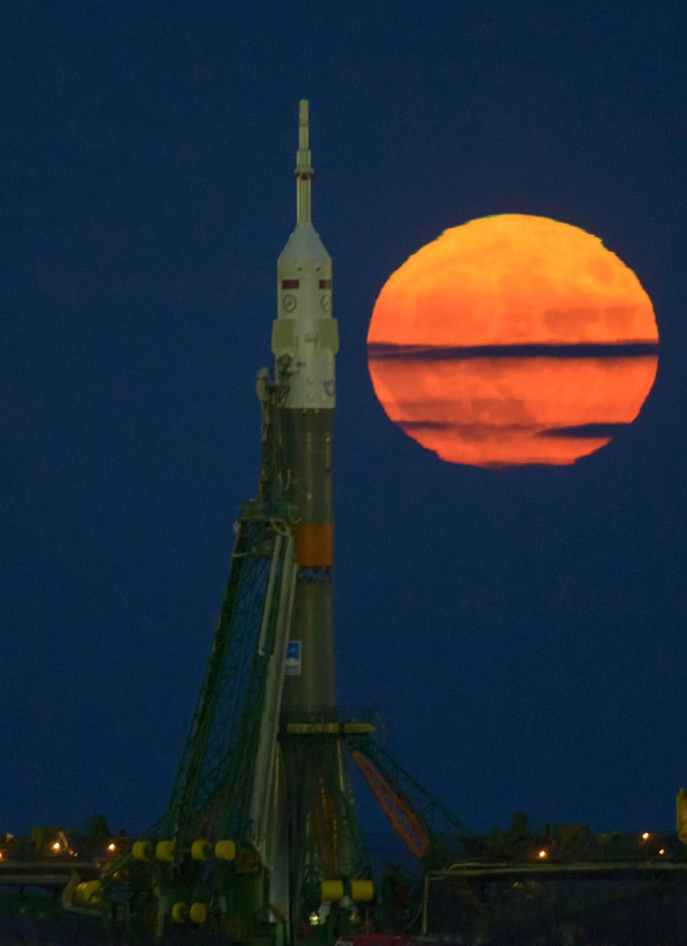 9. На Байконуре есть традиция — освещение ракеты. Видимо считается, что без этого не полетит, 1