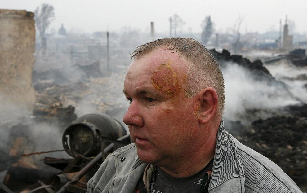 По предварительным результатам, в Хакасии погибли 23 человека, сгорело более 1 200 домов.  5