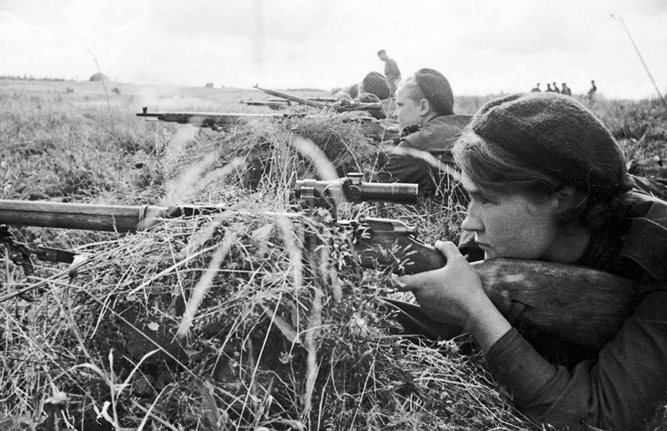1943 год, снайпер Люба Макарова на Калининском фронте. Есть много историй об их подвигах и самопожер