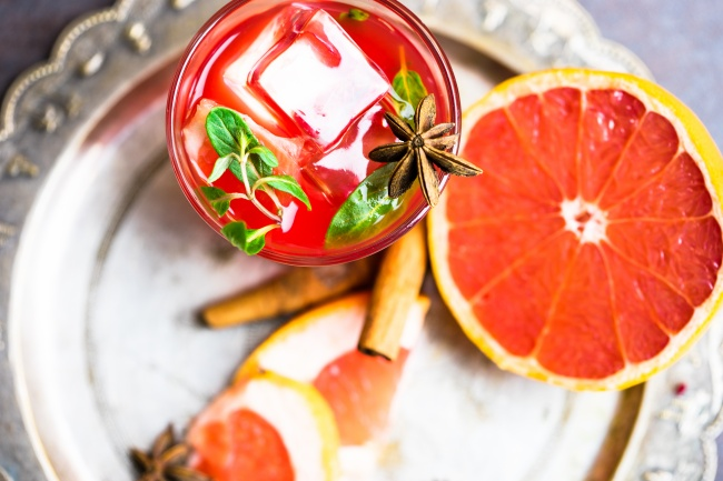 Ингредиенты: 500мл грейпфрутового сока (свежего или пакетированного) 500мл газированной воды 1ста