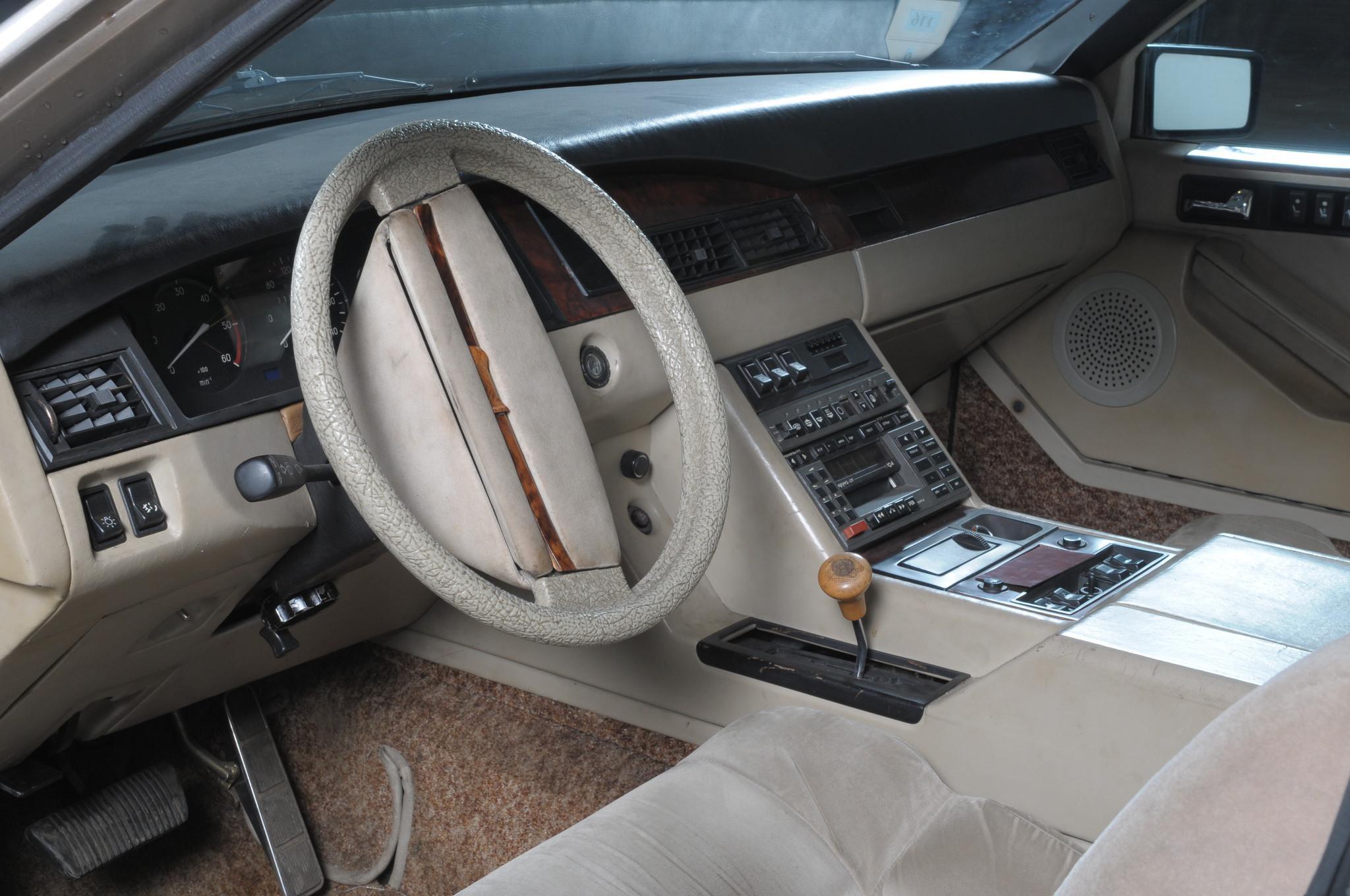 На автомобиль ЗИЛ-4102 установили V-образный 8-цилиндровый двигатель ЗИЛ-4104 объёмом 7756 см? мощно