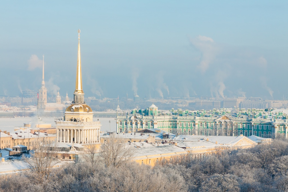 Вид наАдмиралтейство иЭрмитаж сИсаакиевского собора.