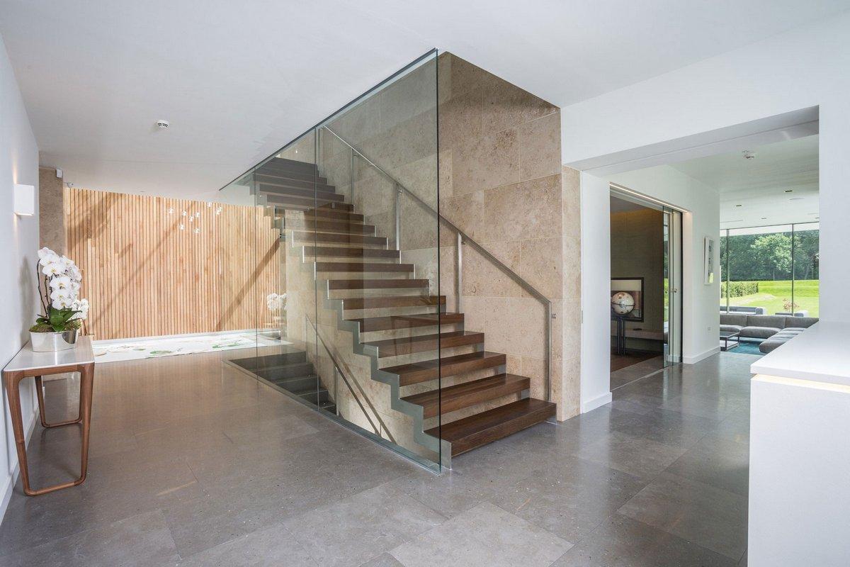 лестница с остеклением в частном доме