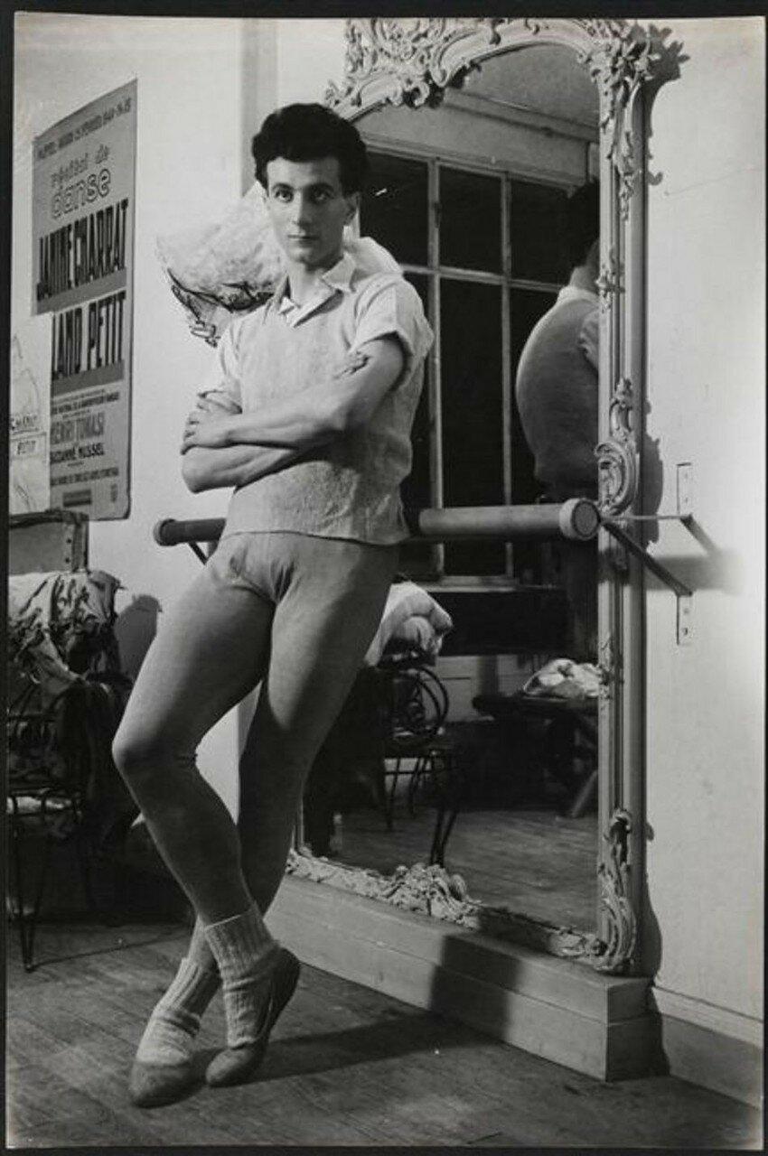 1945. Ролан Пети за кулисами