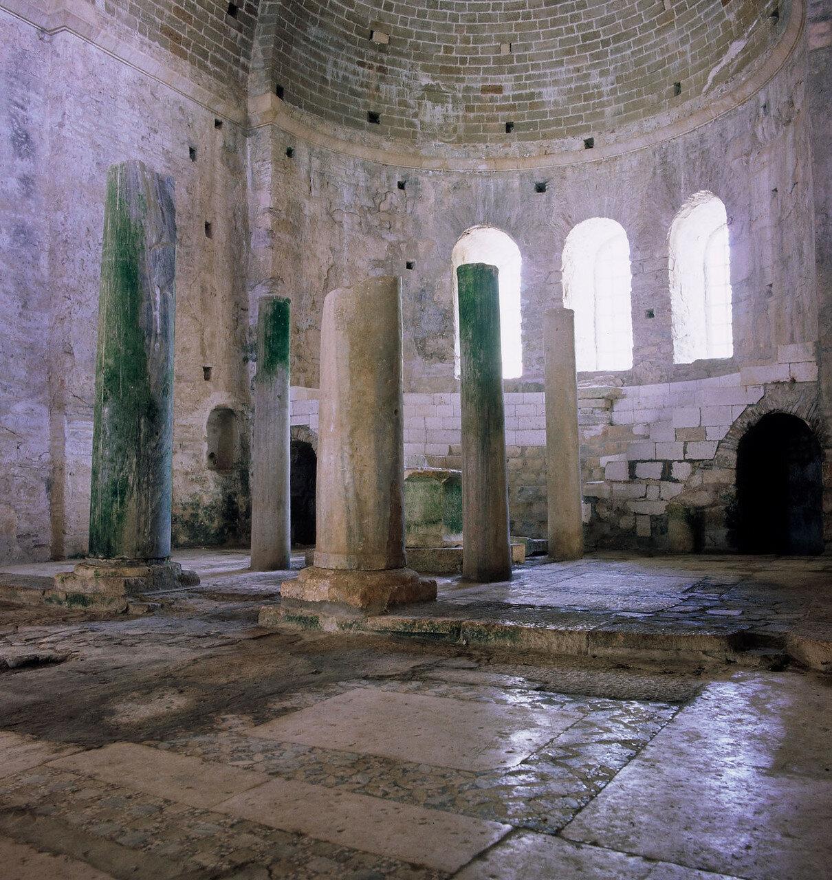 Мира. Церковь Святого Николая. Внутренний вид церкви IV в. н.э.