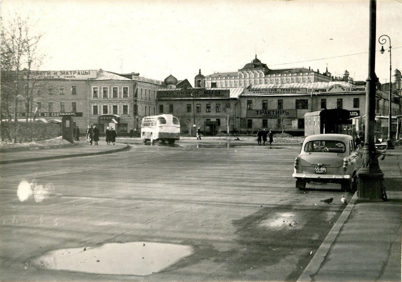 1967. Декорации на площади Репина