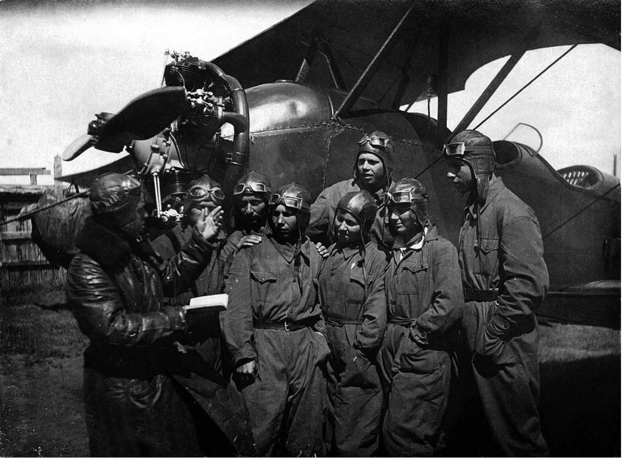 Челябинск. Инструкторская группа парашютистов с командиром Андреевым. 1939