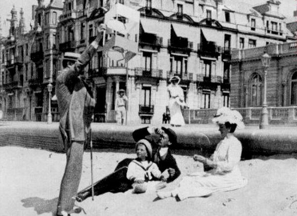 М. Кшесинская, великий князь Андрей Владимирович и их сын Владимир на пляже. Бельгия-Остенде.jpg