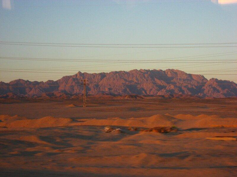 Как добраться из Хургады в Луксор - Аравийская пустыня и долина реки Нил - Пустыня, Пальмы - hurgada, luxor, egypt
