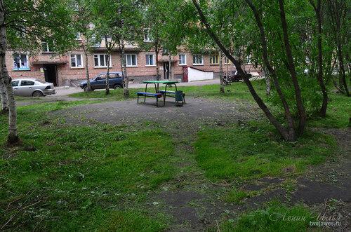 Фото города Инта №8107  Двор Воркутинской 6, вид со стороны Воркутинской 10 02.07.2015_17:21