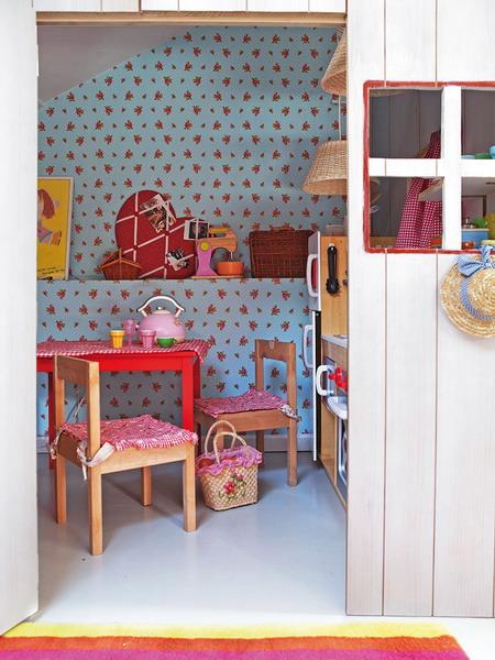 little-house-in-attic-kidsroom2.jpg