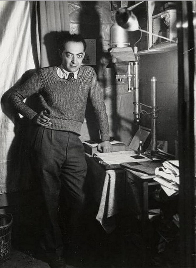 1931. Автопортрет в лаборатории