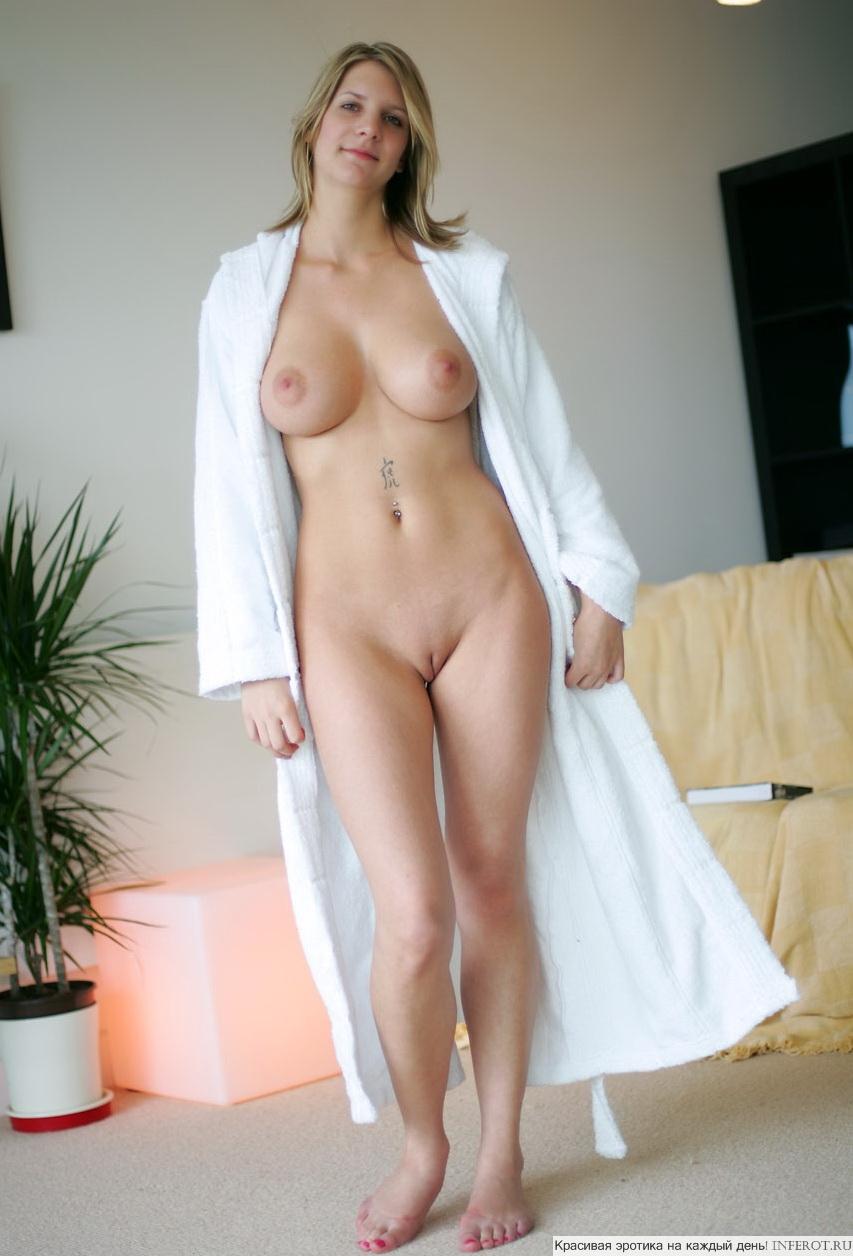 Фото девушек в халатиках на голое тело