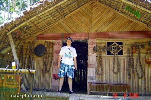 дом вождя, деревня ли и мяо, хайнань, китай