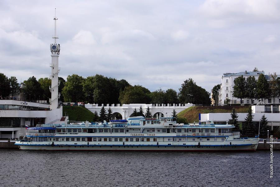 Теплоход «Габдулла Тукай» в Ярославле