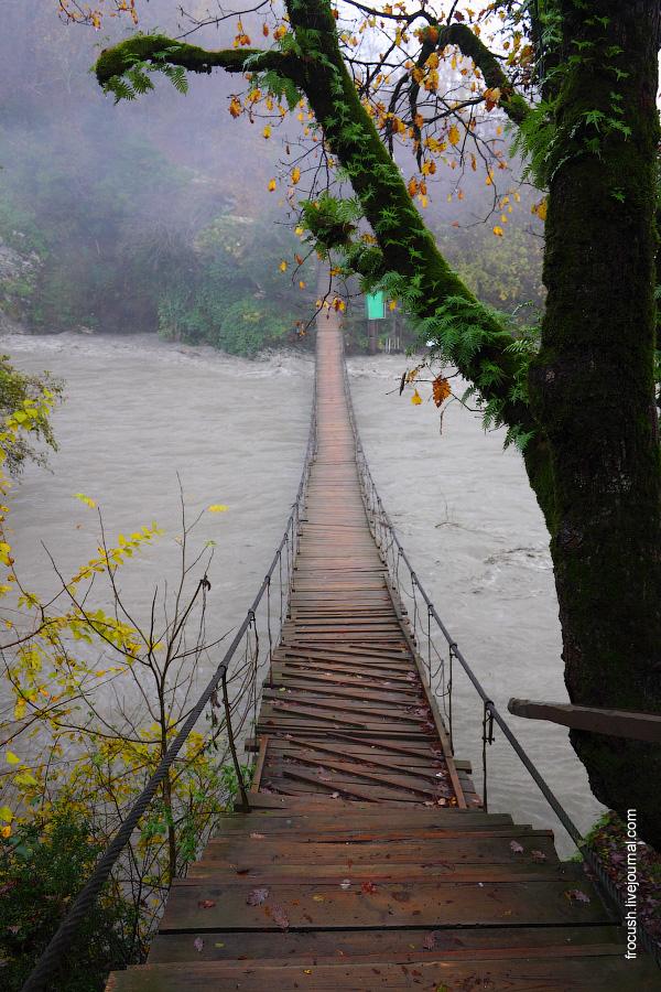 Подвесной мост через реку Мзымта