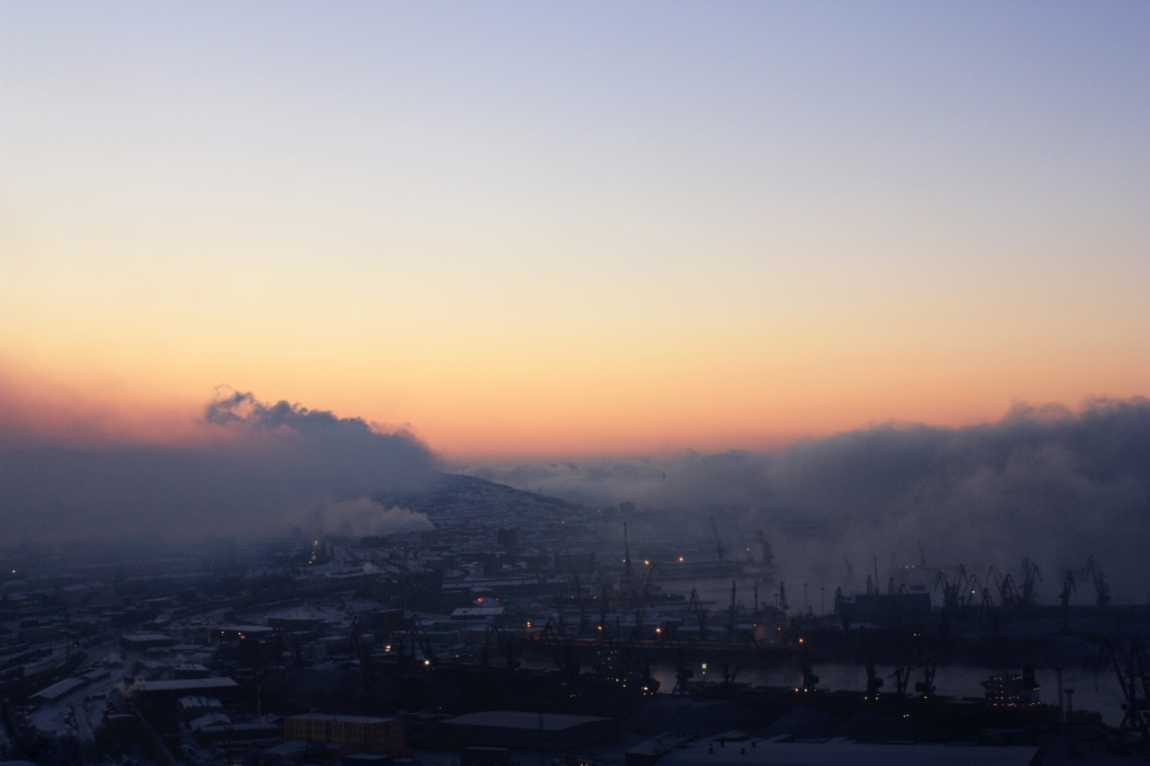 Очень холодно Мурманский берег весь в тумане,теплое течение даёт о себе знать