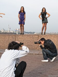 Фотосессия (брюнетка, рука, фотограф)