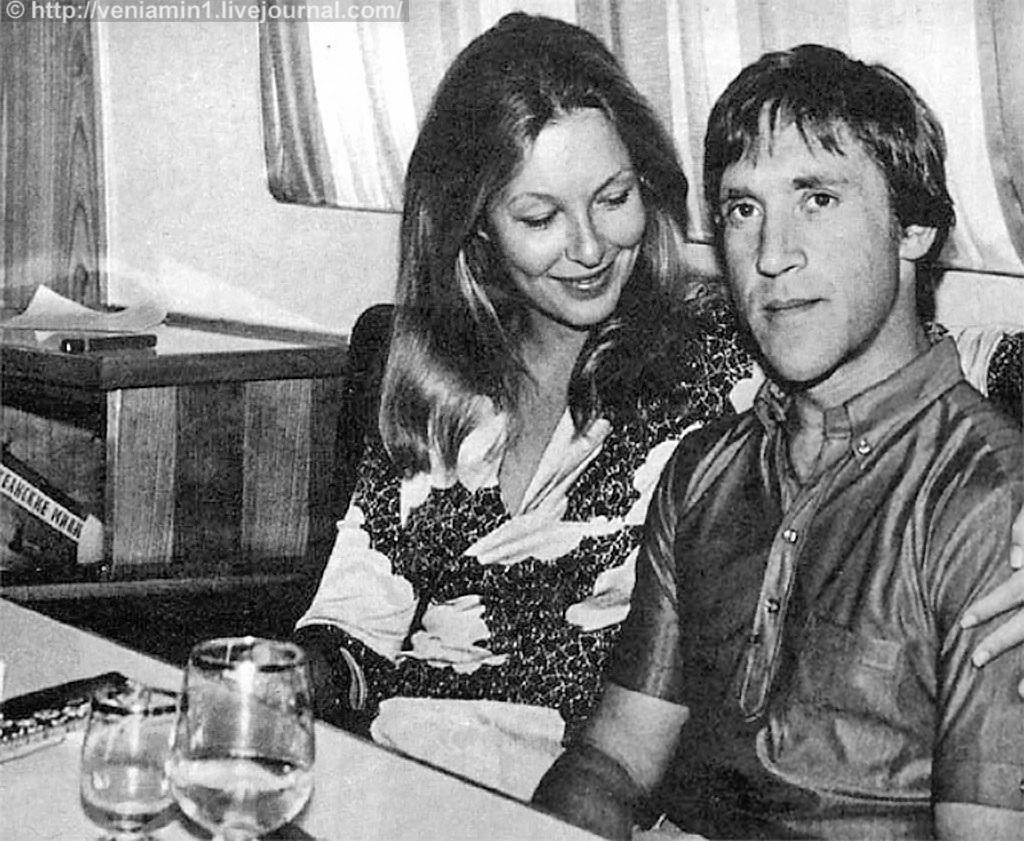 Марина Влади и Владимир Высоцкий. Теплоход  Шота Руставели. август 1971 года. Поженились 1 декабря 1970 года