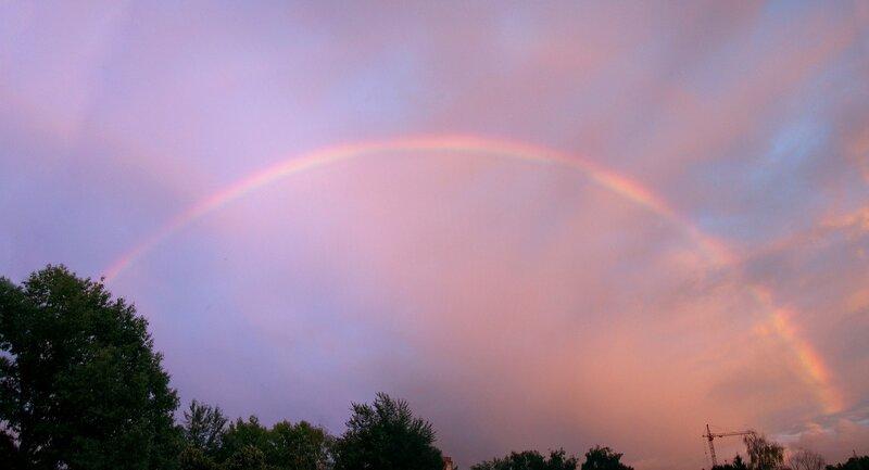 Радуга 2012.06.28 21:37 (Canon S3, панорама из 5 кадров)