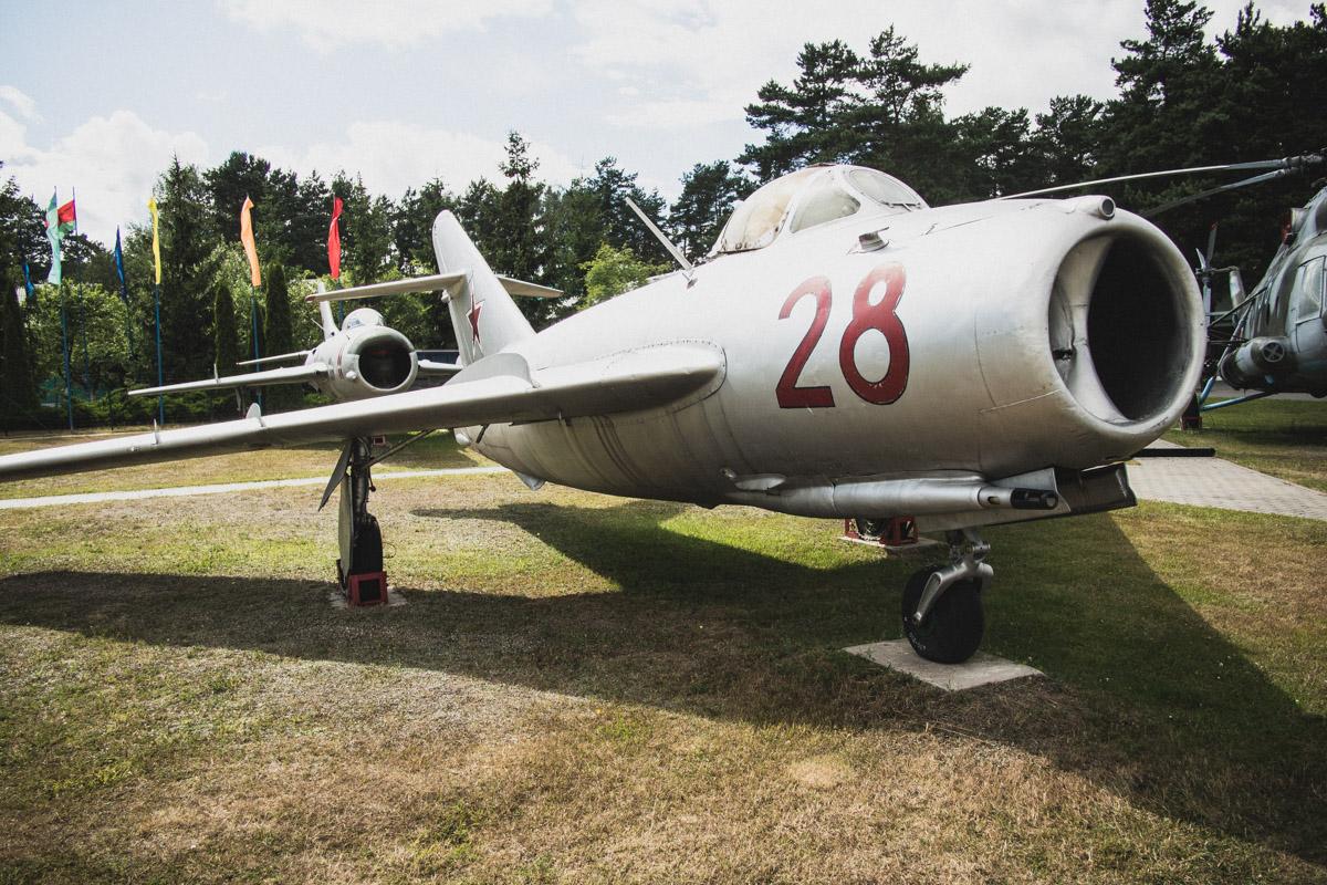 МиГ-17 — фронтовой истребитель, первый полет состоялся в 1950 году. Первый серийный истребитель, кот