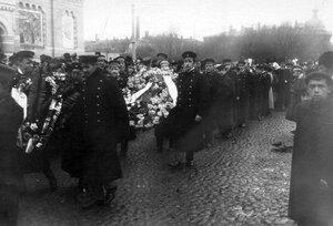 Демонстрация в связи с проводами гроба с телом князя С.Н.Трубецкого проходит по Таврической улице.