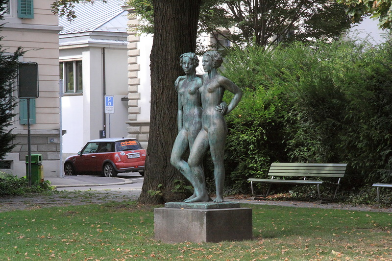 Памятник женской дружбе