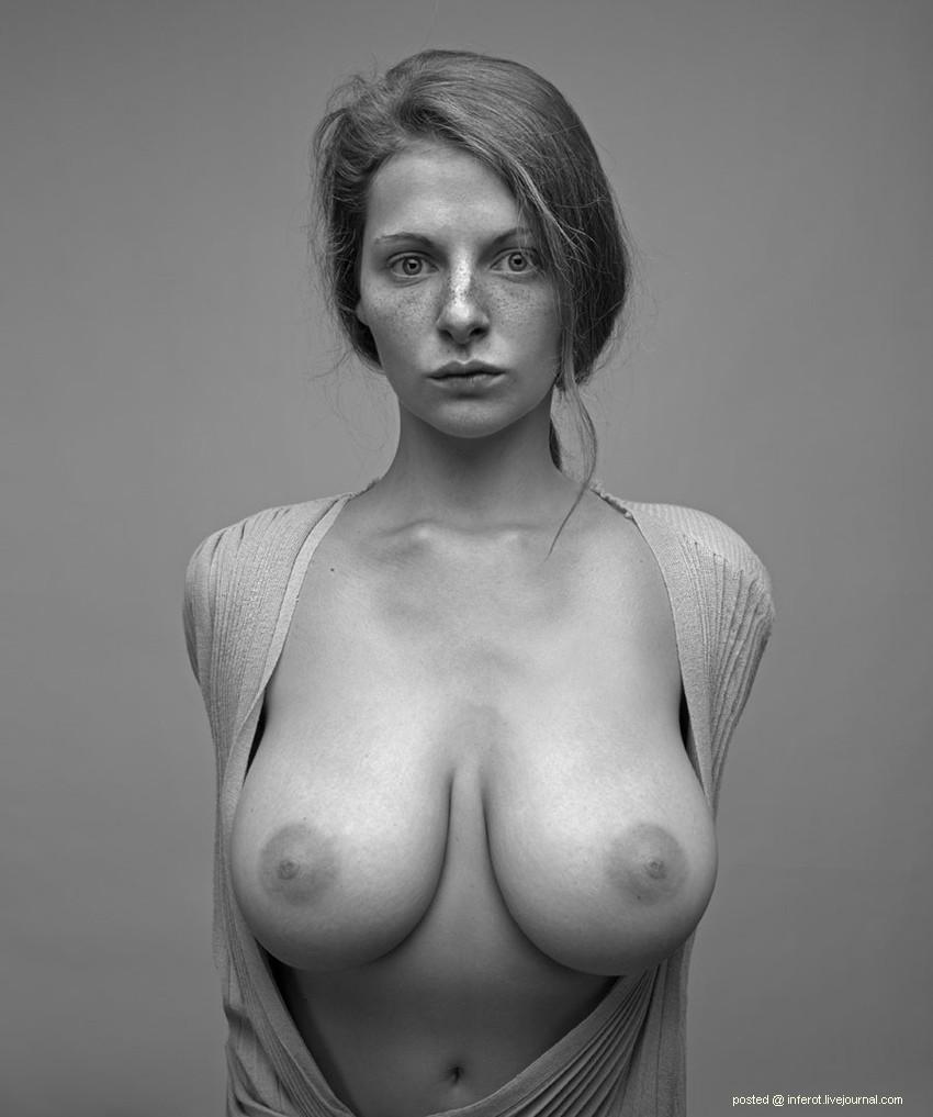 Портреты голый девушке как она сидит на парне 10 фотография
