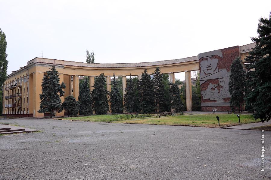 Арка между домами 32 и 36 по проспекту Ленина